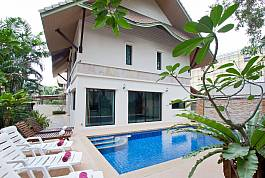 Modern 2Br Thai Style Pool Villa With Near Pattaya Beach