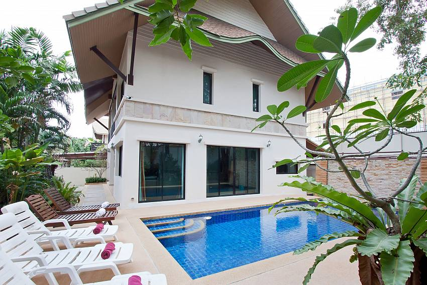 House with swimming pool Of Baan Kon Lafun