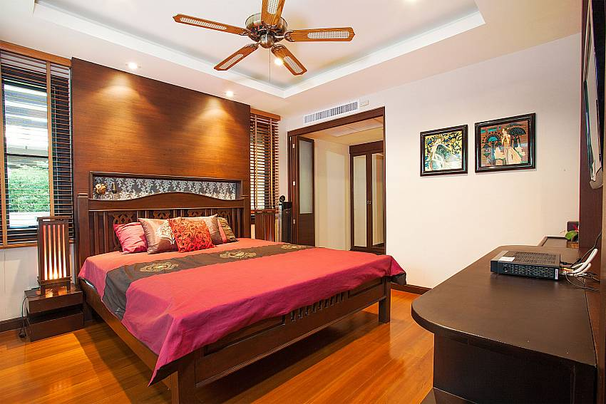 King size bedroom at Baan Kon Lafun in Pattaya Thailand
