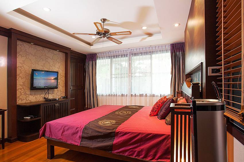 Comfortable bedroom with TV at Baan Kon Lafun in Central Pattaya