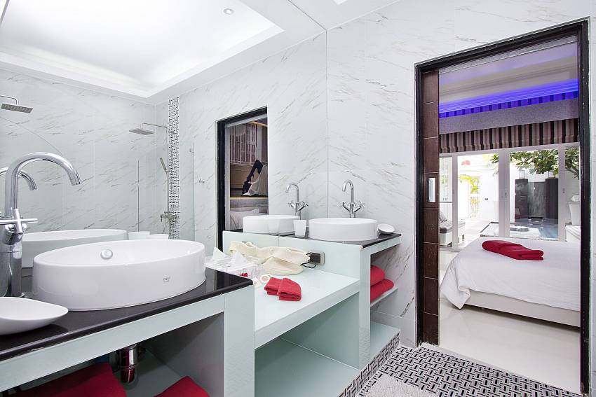 Modern fittings at the bathroom in Pratumnak Regal Villa Pattaya