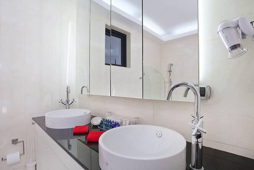 High comfort in the bathroom at Pratumnak Regal Villa Pattaya