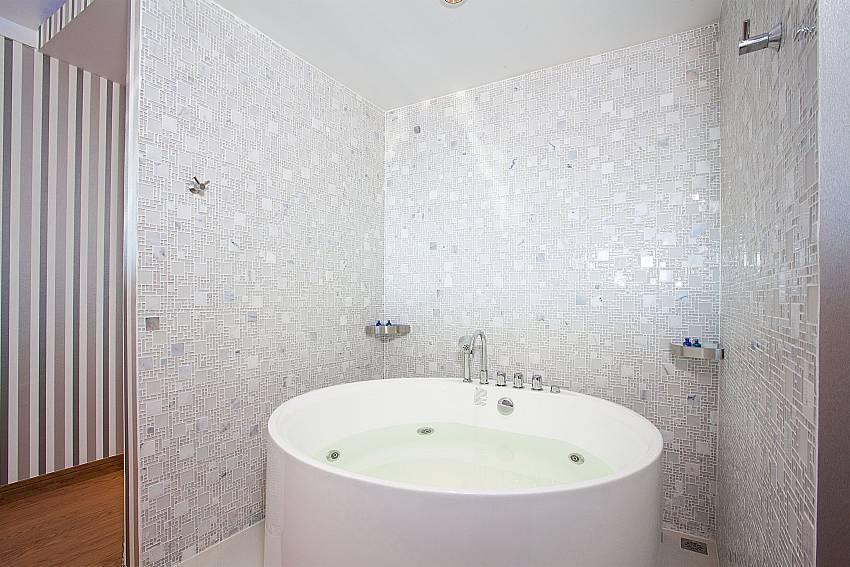 Jacuzzi bath tub at Pratumnak Regal Villa Pattaya