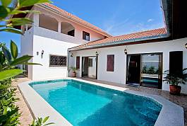 Modern 5Br Holiday Home With Pool and BBQ Area, East Pattaya