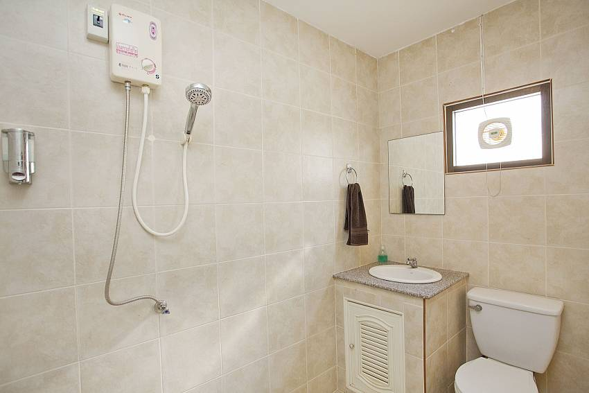 Shower with toilet and basin wash Of Khao Talo Villa