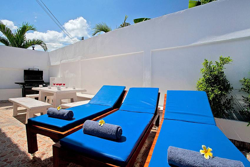 Sun bed outdoor Of Khao Talo Villa