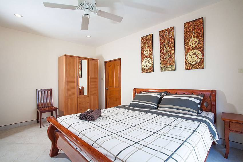 King size bed in Khao Talo Villa Pattaya Thailand
