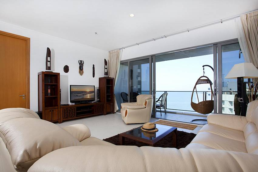Living room overlooking the sea Of North Pattaya Apartment