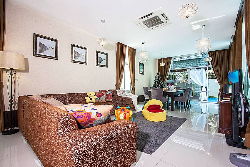 Living room see views Of Jomtien Waree 6