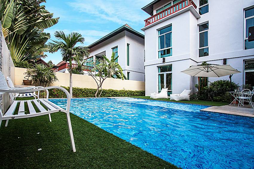 Swimming pool Jomtien Waree 6