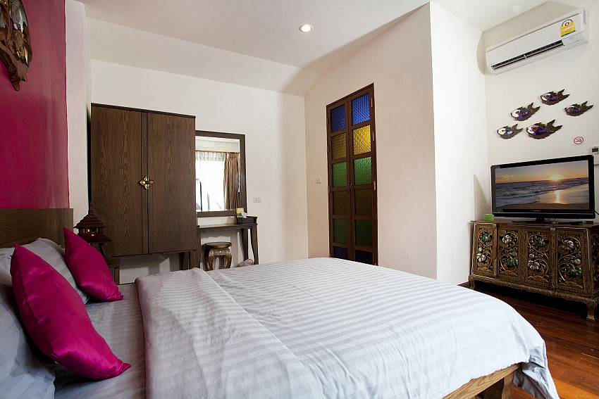 Bedroom with TV and wardrobe Of Jomtien Lotus Villa (Second)