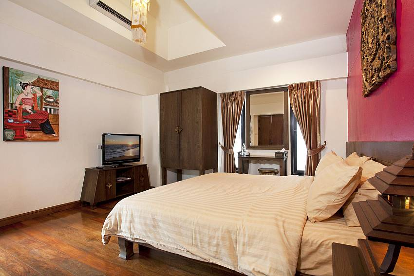 Bedroom with vanity and TV  Of Jomtien Lotus Villa (Third)