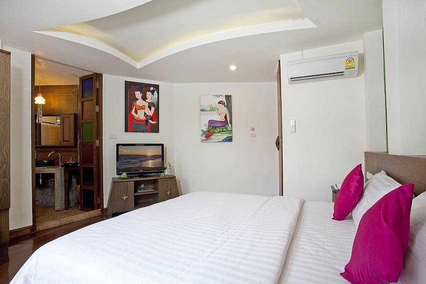 Bedroom with en suite bathroom Of Jomtien Lotus Villa (Four)