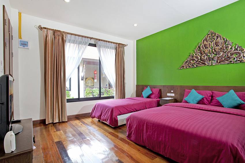 Double bedroom colorful views Of Jomtien Lotus Villa (Six)