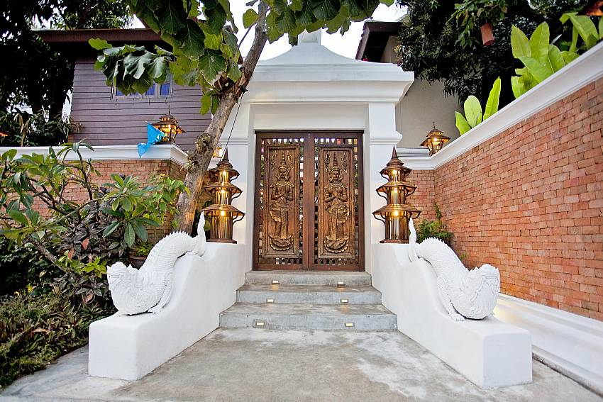 Entrance door with decorative trim Of Jomtien Lotus Villa