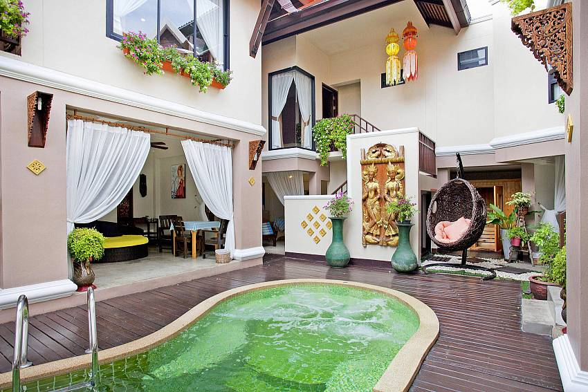 Swimming pool in the middle of the house Of Jomtien Lotus Villa