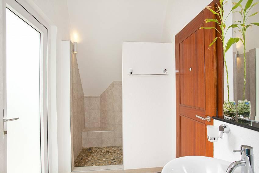 Bathroom with basin wash Of Koh Chang View Villa