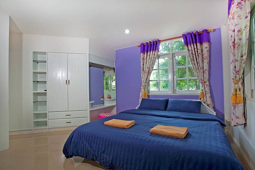 Bedroom views with wardrobe and vanity Of Jomtien Paradise Villa (First)