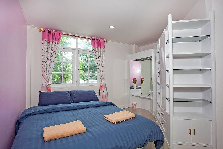 Bedroom with shelves Of Jomtien Paradise Villa (Second)