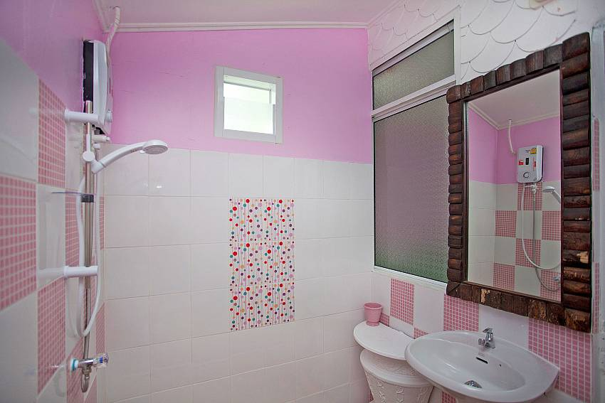 Basin wash with toilet and shower Of Jomtien Paradise Villa