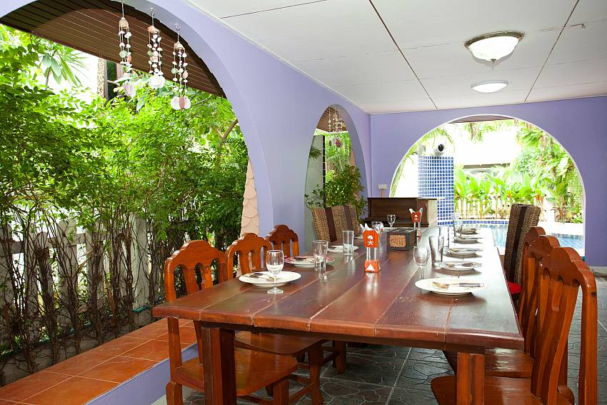 Dinning table outdoor Of Jomtien Paradise Villa