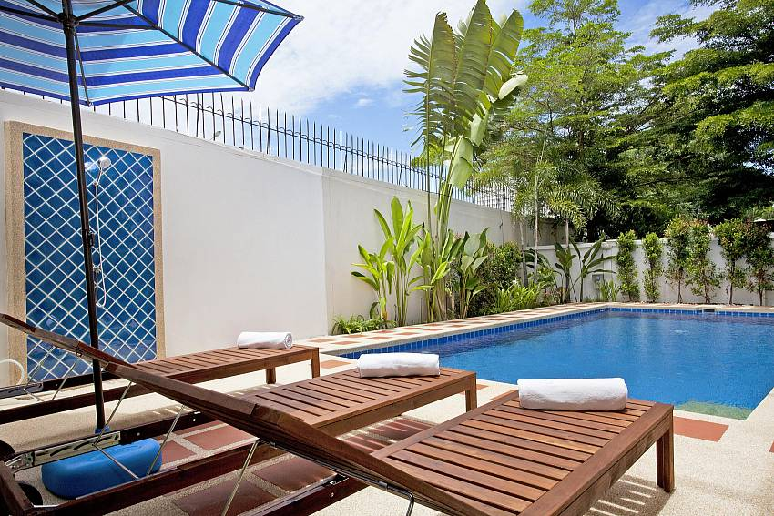 Sun bed by the pool Of Jomtien Summertime Villa A