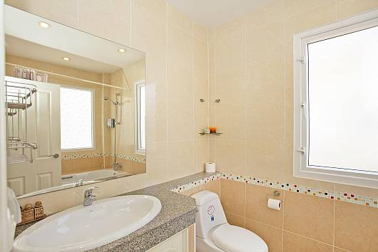 Rent Pattaya Villa: Jomtien Summertime Villa, 4 Bedrooms. 7900 baht per night