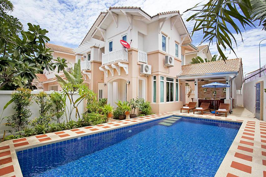 4 bedroom 2 floor rental Jomtien Summertime Villa A Pattaya