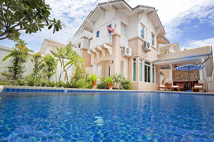2 floor 4 bedroom holiday house Jomtien Summertime Villa A Pattaya