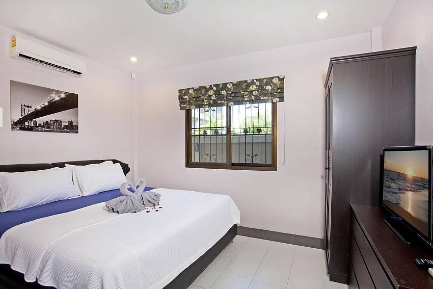 Bedroom with wardrobe and TV Of Villa Enigma (Second)