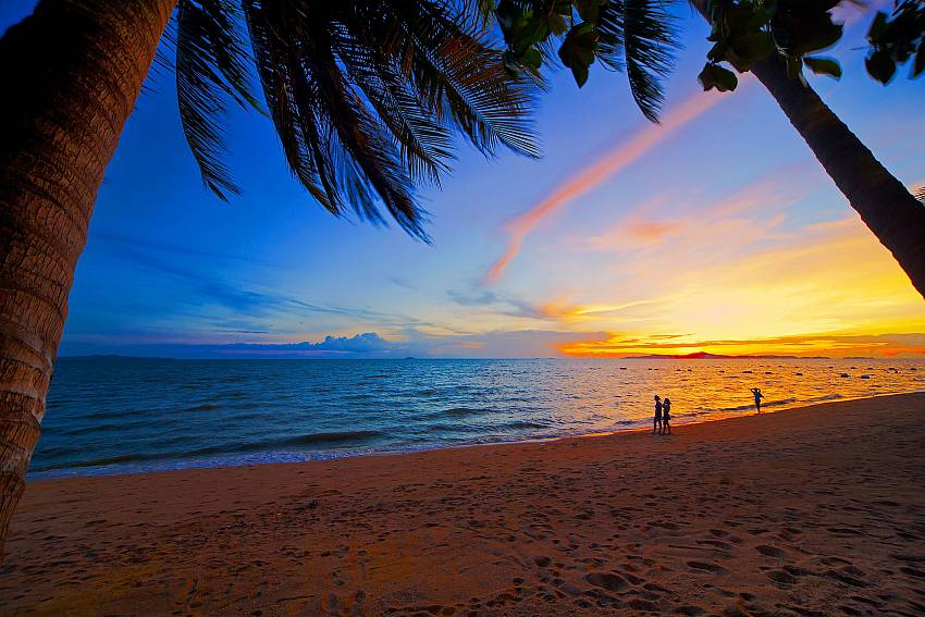 Idyllic sunset at Jomtien Beach, close to Villa Enigma South Pattaya