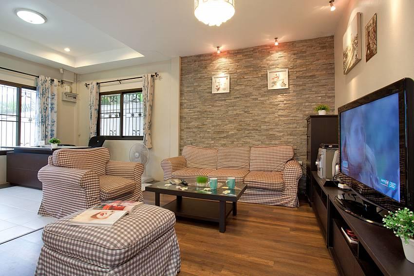 Spacious sitting room with TV in Villa Enigma near Pratumnak Pattaya