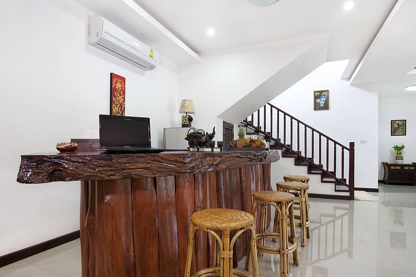 Dinning bar Of Lanna Karuehaad Villa