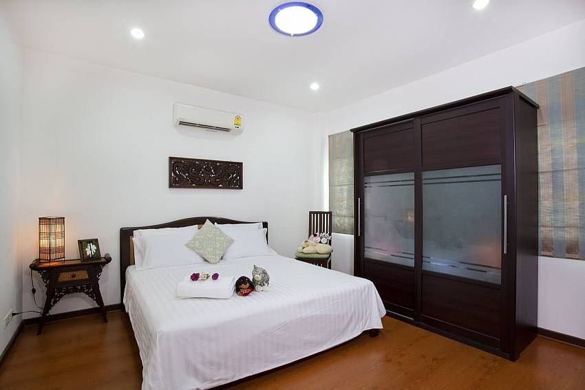 Bedroom with wardrobe Of Lanna Karuehaad Villa (Second)