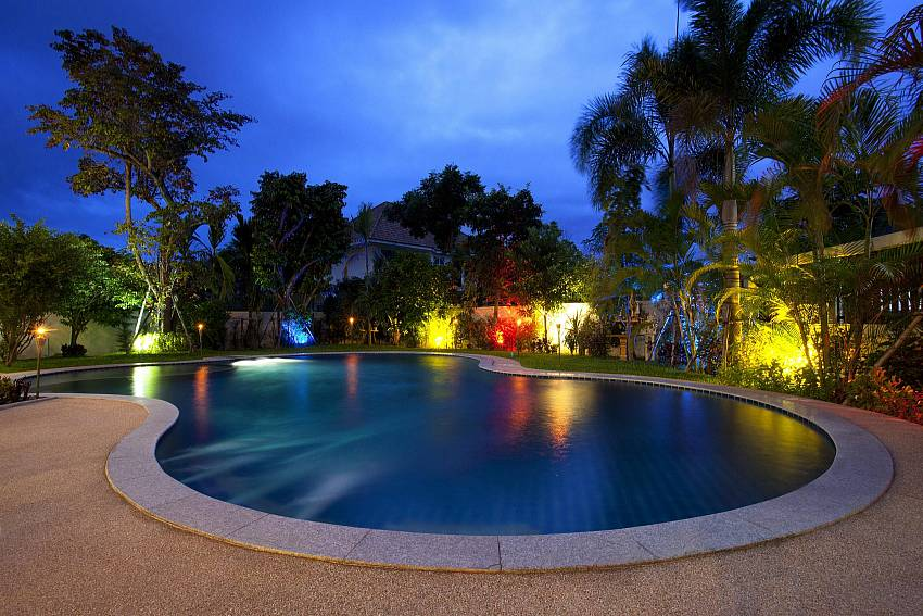 Swimming pool at night time Of Lanna Karuehaad Villa
