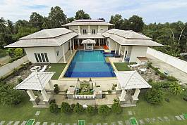 Spacious 7Br Villa with Large Pool and Garden in Huay Yai Pattaya