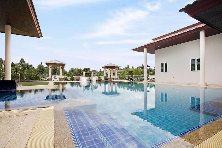 Swimming pool overlooking scenery Of Huay Yai Manor