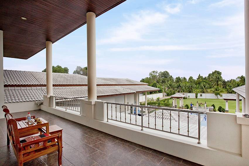 Balcony outdoor Of Huay Yai Manor