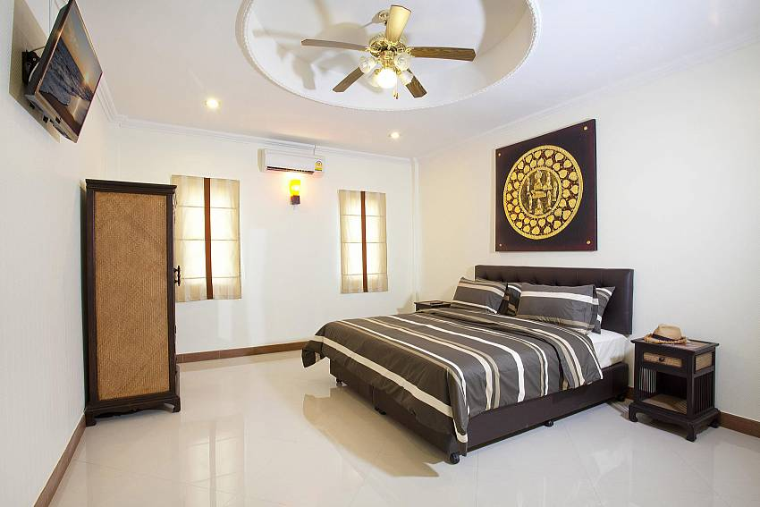 3. Bedroom with TV and wardrobe Of Villa Patiharn (Third)