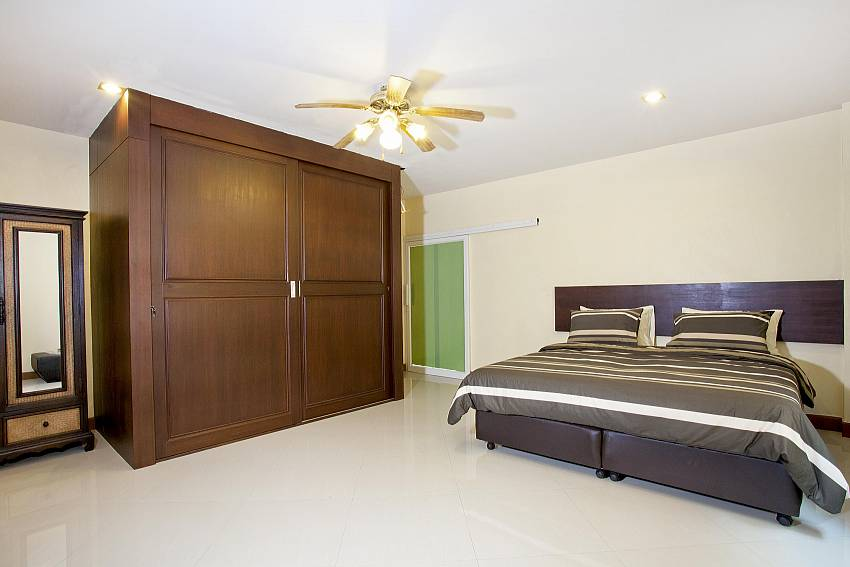 5. Bedroom with wardrobe Of Villa Patiharn (Five)