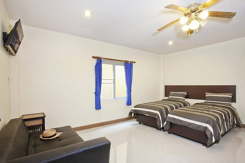 6. bedroom with twin beds and sofa and TV Of Villa Patiharn (Six)