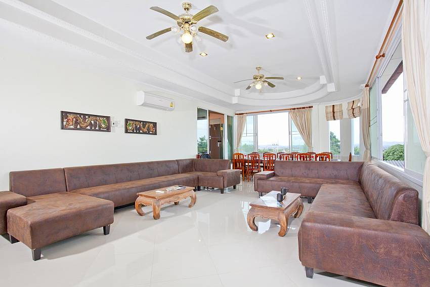 Villa Patiharn | 7 Bed Property with Pool and Games Room in East Pattaya