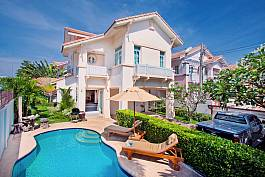 Elegant Villa in Jomtien at a dirt cheap price