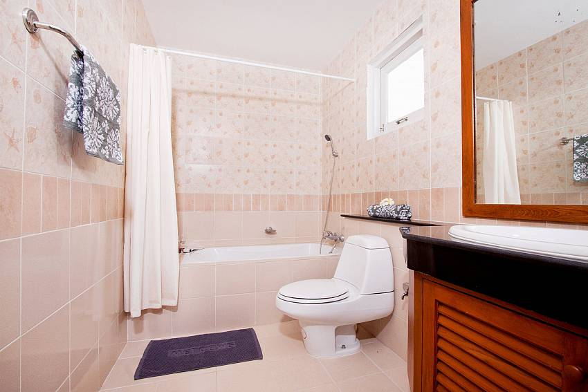 Toilet with basin wash and jacuzzi tub Of Jomtien Ascension A