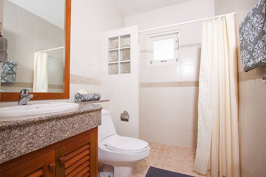 Modern bathroom facilities at Jomtien Ascension A in Pattaya