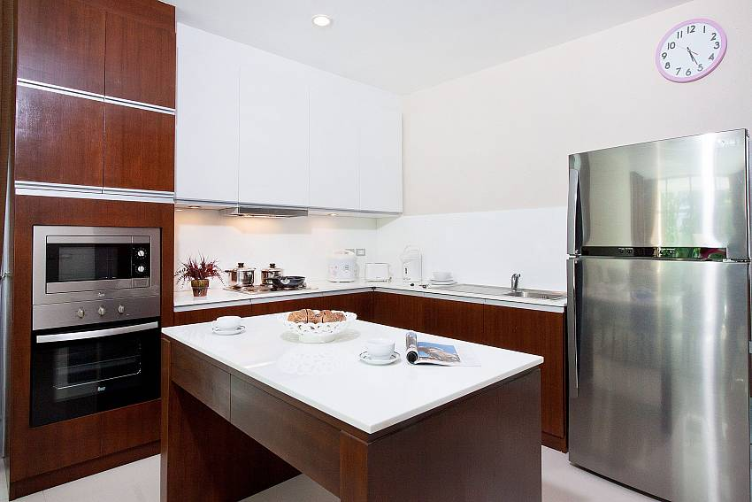Kitchen room with refrigerator and microwave oven Of Jomtien Waree 4