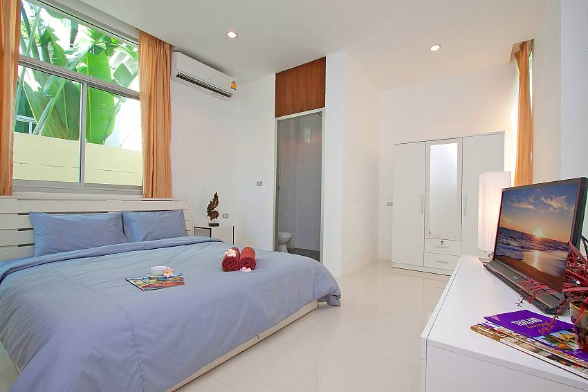 Bedroom views with wardrobe and TV Of Jomtien Waree 4 (Four)