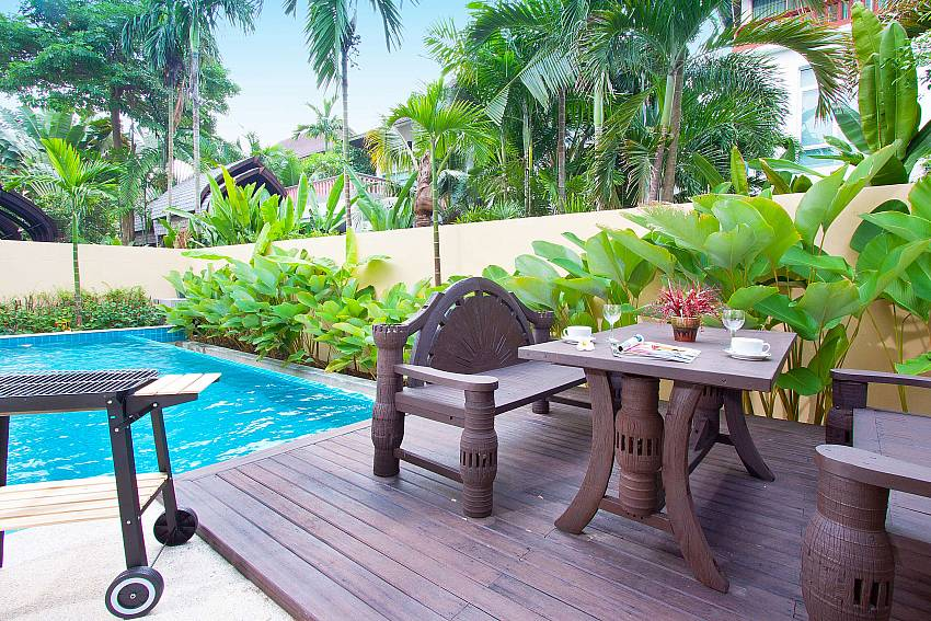 Dinning table outdoor near the pool Of Jomtien Waree 4