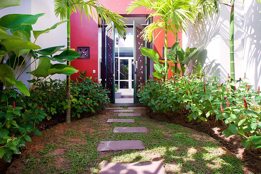 The entrance to the house is furnished with beautiful trees Of Jomtien Waree 4