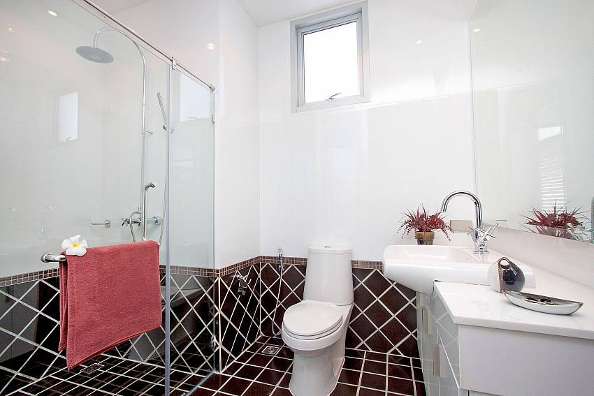 Modern bathroom at Jomtien Waree 4 in Jomtien South Pattaya
